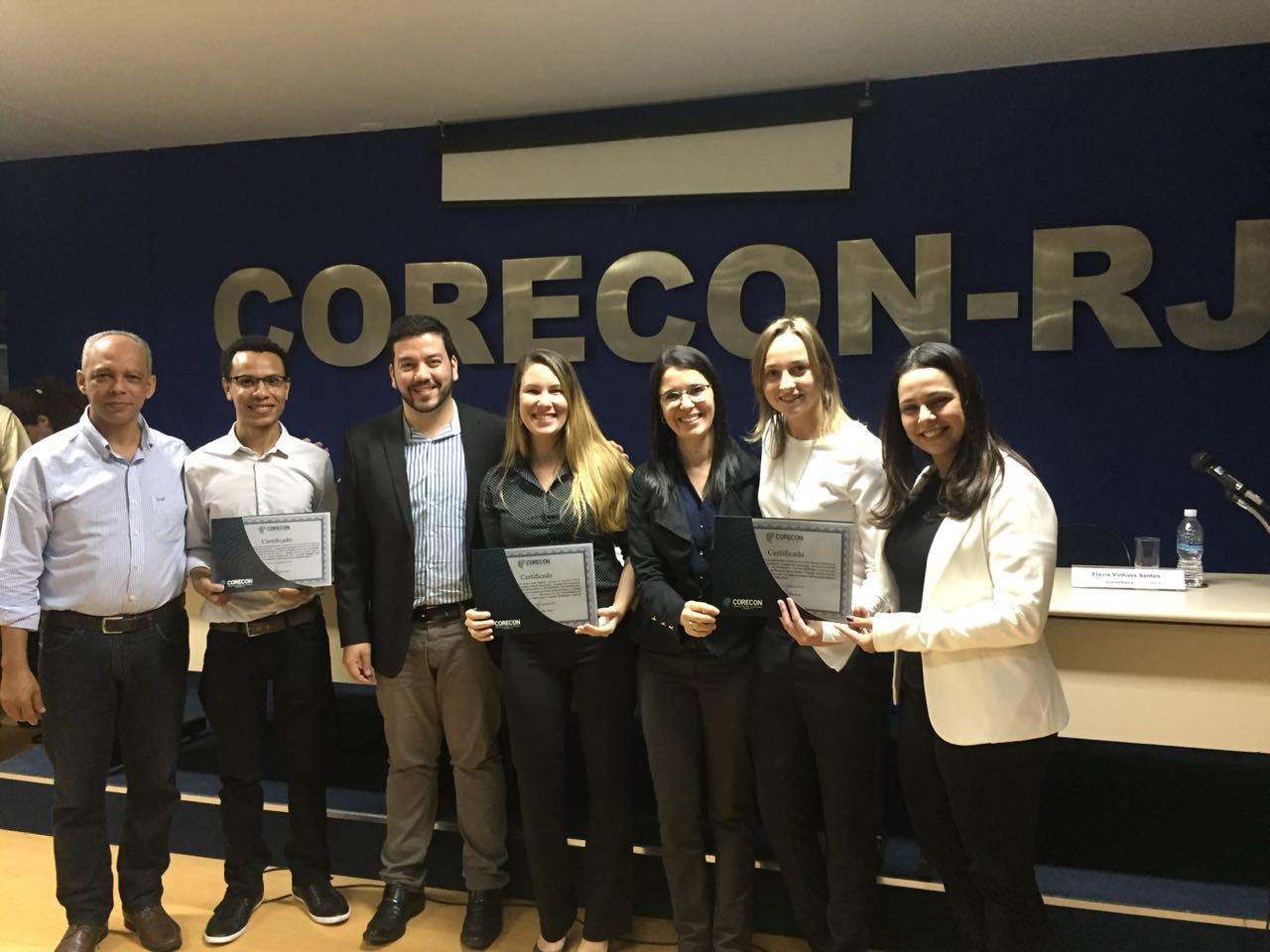 Alunos e professores do curso de Ciências Econômicas de Campos recebem premiação no Corecon-RJ